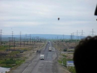 droga z apatytów do murmańska w okolicy monczegorska, półwysep kolski w rosji