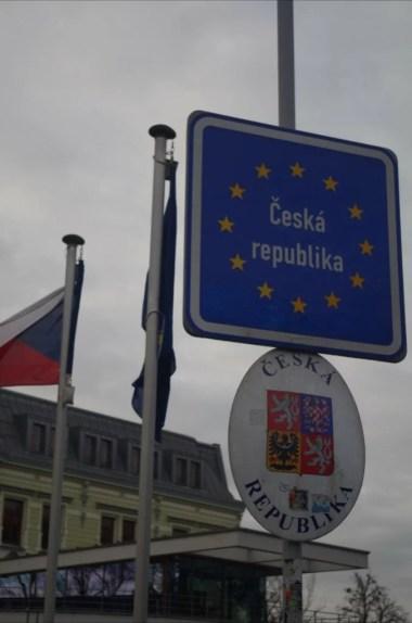 granica polsko-czeska w cieszynie na olzie, widoczne czeskie godło