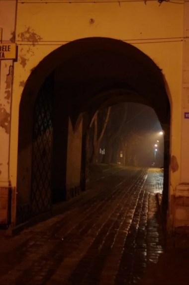 zespół klasztorny benedyktynek w jarosławiu, wieczorny i deszczowy widok