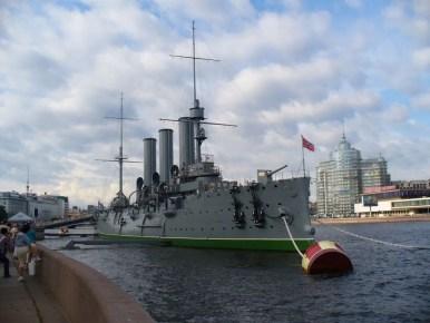 jedna z największych atrakcji sankt petersburga w rosji, krążownik aurora