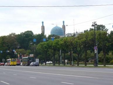 meczet w sankt petersburgu w rosji i jedna z szerokich ulic miasta
