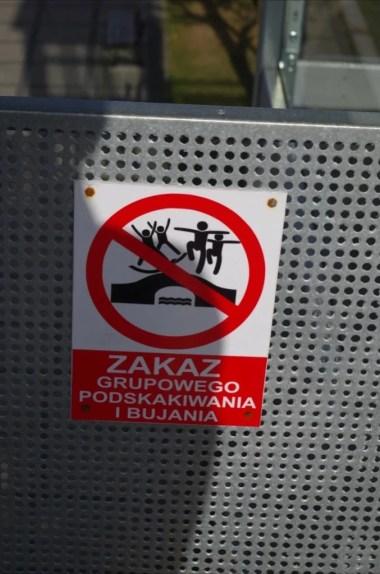 zakaz grupowego podskakiwania i bujania na molo w giżycku na mazurach