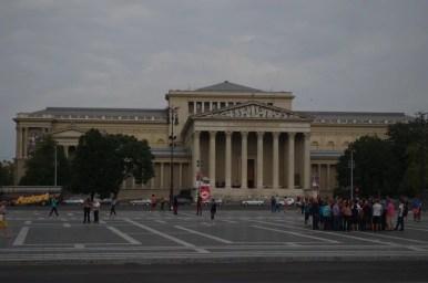 muzeum sztuk pięknych przy placu bohaterów w budapeszcie na węgrzech
