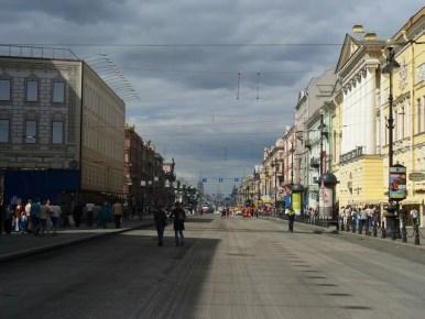 główny deptak rosyjskiego sankt petersburga, newski prospekt w remoncie