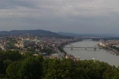 panorama ze wzgórza gellerta na budapeszt, węgry
