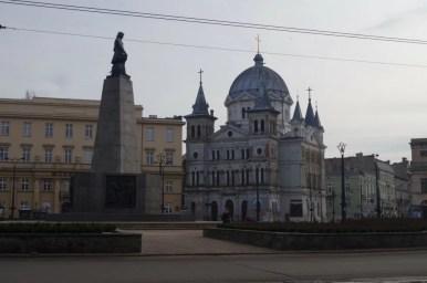 plac wolności w łodzi, w tym miejscu zaczyna się słynna ulica piotrkowska