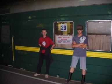 przed pociągiem z sankt petersburga do warszawy, na dworcu witebskim w sankt petersburgu