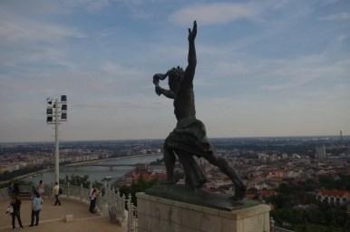pomnik wolności na wzgórzu gellerta w budapeszcie na węgrzech