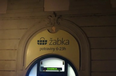 sklep sieci żabka w czeskiej pradze