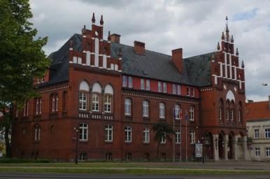 budynek starostwa powiatowego w kętrzynie na mazurach