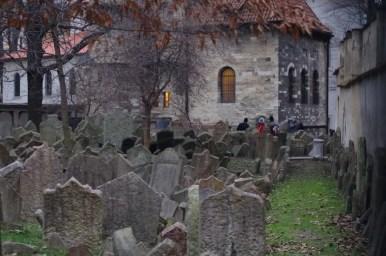 stary cmentarz żydowski na praskim josefovie w czechach