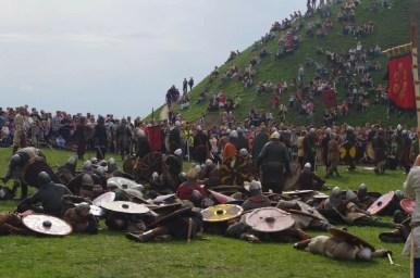 po bitwie wojów podczas corocznego święta rękawki pod kopcem krakusa w krakowie