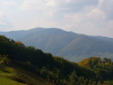 widok z okrąglicy na dolinę dunajca i gorce, widoczny szczyt lubania przed wybudowaniem wieży widokowej