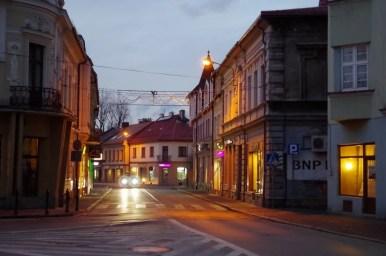 wieczorne puste uliczki w żywcu