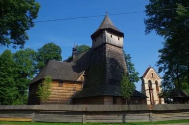 zabytkowy drewniany kościół w binarowej wpisany na listę unesco, na szlaku architektury drewnianej