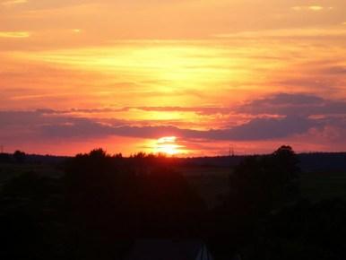zachód słońca nad kielecczyzną, widok z pociągu do krakowa