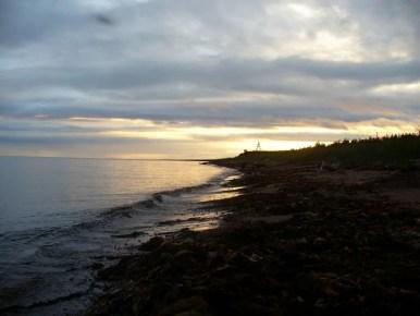 zachód słońca nad morzem białym na półwyspie kolskim w rosji