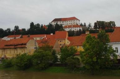 zamek na wzgórzu w ptuju w słowenii