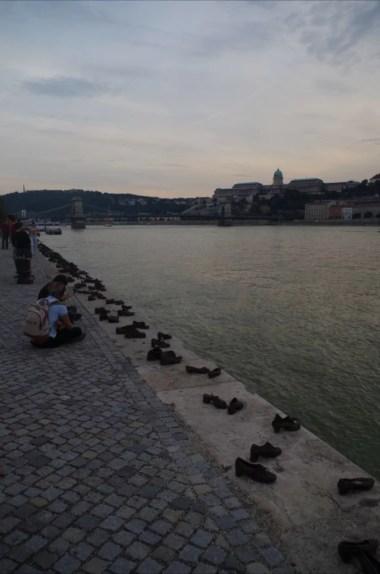 buty nad dunajem, ekspozycja symbolizująca zagładę żydów w budapeszcie na węgrzech