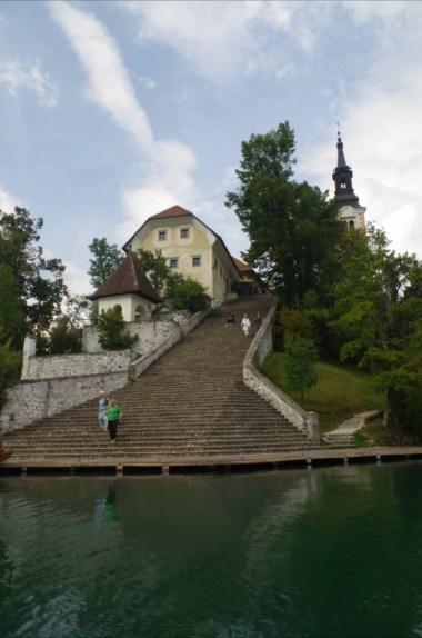 blejski otok na jeziorze bled w alpach julijskich w słowenii