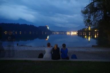 jezioro bled w alpach julijskich w słowenii o zmroku
