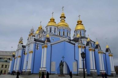 monastyr świętego michała o złotych kopułach w kijowie na ukrainie