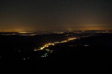 nocny widok na zawoję z przełęczy brona w beskidzie żywieckim