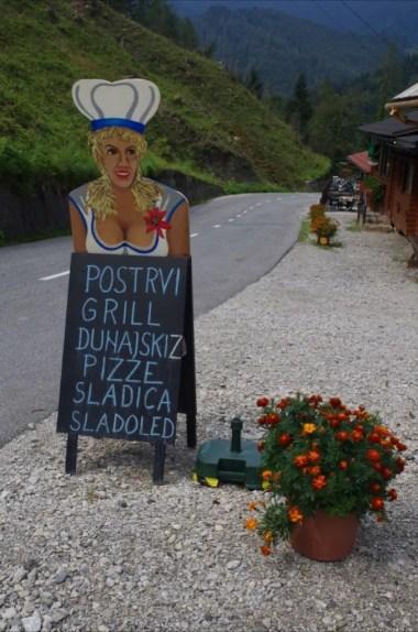 okolice miejscowości podbrdo w alpach julijskich w słowenii
