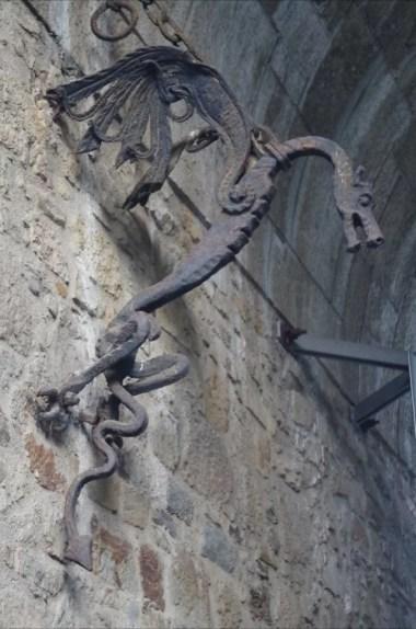 rzeźby smoków na zamku w ljubljanie w słowenii