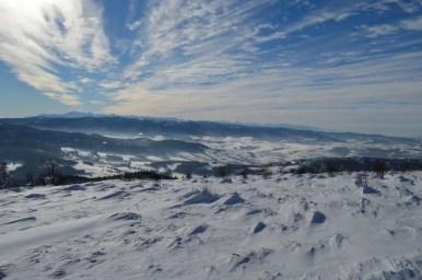 widok z ćwilina w beskidzie wyspowym na gorce i tatry