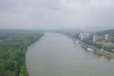 widok z mostu ufo na dunaj i bratysławę w słowacji