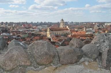 widok z zamku górnego na stare miasto w wilnie na litwie