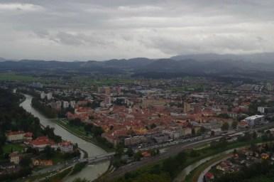 słowenia, widok ze starego zamku w celje na miasto