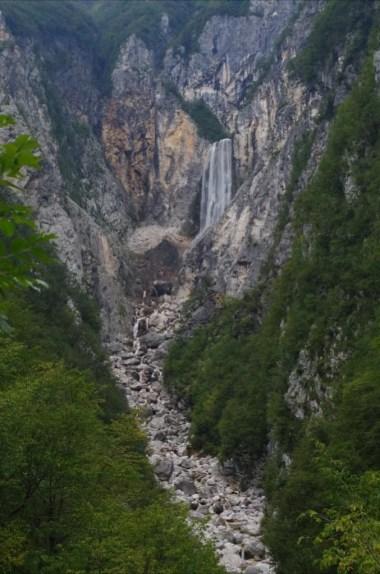 wodospad boka w alpach julijskich w słowenii