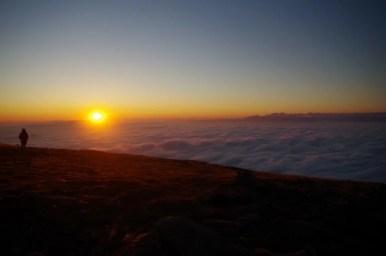 hmur podziwiane z babiej góry podczas wschodu słońca