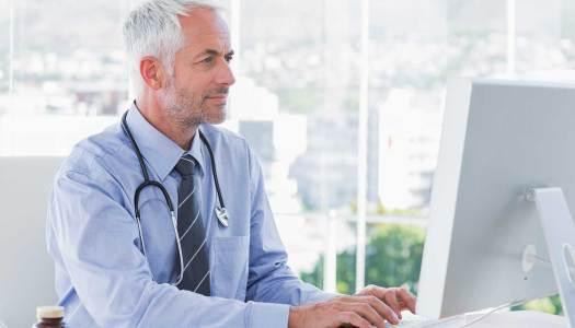 Coraz więcej lekarzy komunikuje się z pacjentami online