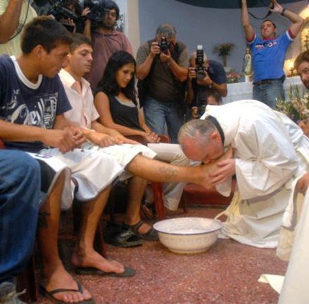 As archbishop in Chile, Pope Francis washed the feet of drug addicts in 2008. (photo from www.johnthavis.com)