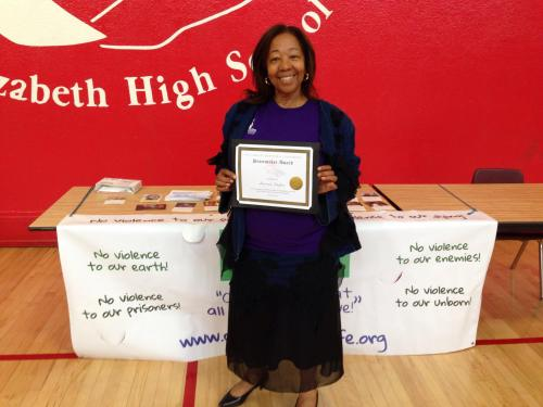 Lorrain Taylor of 1000 Mothers to Prevent Violence, recipient of the PC Northern California Peacemaker Award
