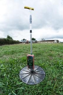 Voici un mesureur de pâturage. La famille Bentham utilise cet appareil pour mesurer la densité d'herbe sur une pâture pour nourrir leurs chèvres - En savoir plus : http://paysansdavenir.com/le-coin-des-innovations-chevres-au-vert/