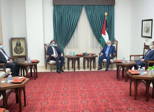 الرئيس يستقبل رئيس مجلس إدارة بنك فلسطين هاشم الشوا