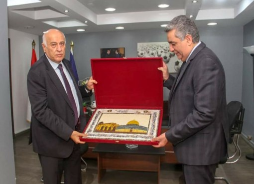 الرجوب يبحث مع رئيس الإتحاد المصري لكرة القدم التعاون المشترك