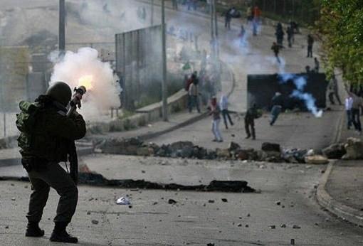 بيت دجن: 3 إصابات بالرصاص المعدني والعشرات بالاختناق