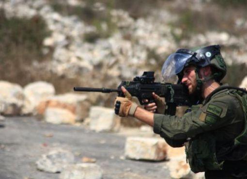 كفر قدوم: إصابة بالرصاص وآخرين بالاختناق إثر قمع الاحتلال للمسيرة الأسبوعية
