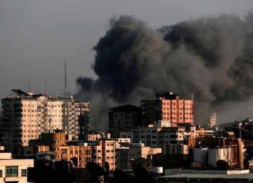 الاحتلال يقصف برج الشروق في غزة