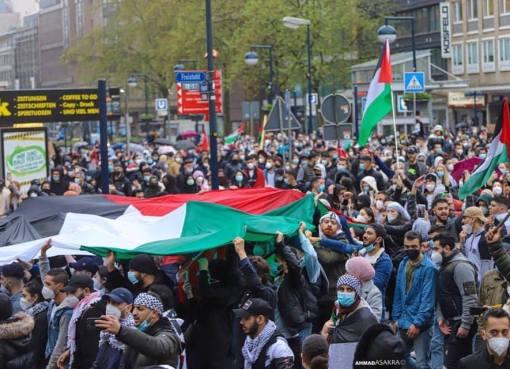بالصور: تظاهرة حاشدة في مدينة دورتموند الالمانية نصرةً للاقصى ورفضًا للعدوان على غزة