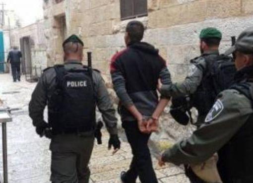 القدس: الاحتلال يعتقل مواطنين أحدهما مصاب من حي الشيخ جراح