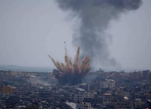 شهيدان وعدد من الجرحى في غارة إسرائيلية على منزل في مخيم البريج وسط قطاع غزة