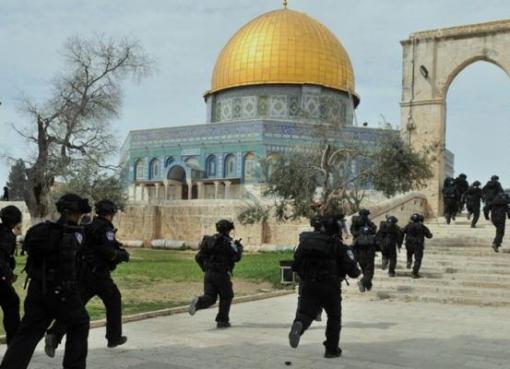 الاحتلال يقمع مسيرة لنصرة الرسول في الأقصى ويصيب العشرات في بيتا