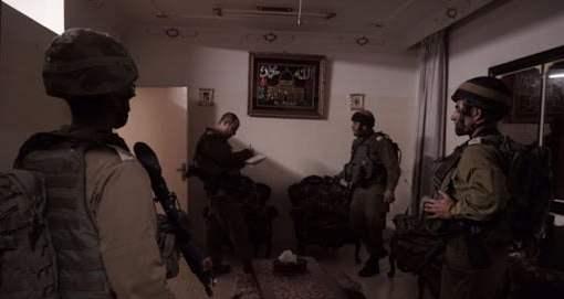 الخليل: الاحتلال يفتش منازل ويستدعي عدة مواطنين لمراجعة مخابراته
