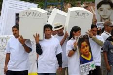San Jose de Apartado, Uraba, Colombie, le 19 fevrier 2010. Les membres de la communaute de paix de San Jose transportent les restes des victimes du massacre du 21 fevrier 2005 pour les integrer a un monument a la memoire des plus de 200 membres de la communaute (sur 3000 habitants) assassines au cours des 15 dernieres annees. San Jose de Apartado, Uraba, Colombia, 19 of february 2010. The members of the San jose peace community are moving the remains of the victims of the 21th of february 2005 massacre to include them in a memorial to the more of 200 people (among 3000 inhabitants) assassinated in about 15 years.